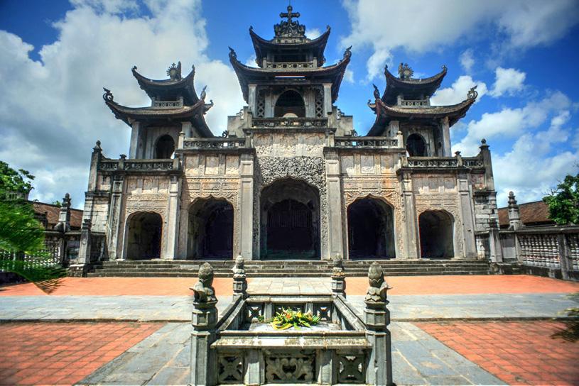 кафедральный собор города Фатзиема (Phat Diem), Вьетнам