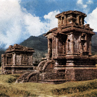 Ранняя скульптура. Памятники плато Дьенг VII-IX века