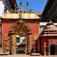 Непал, Бхактапур (Бхадгаон), ансамбль дворцовой площади (дюрбар). «Золотые ворота»