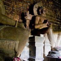 Центральная Ява. Чанди Мендут, VIII—IX вв. Фото: Keith Kelly