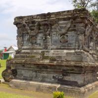 Восточная Ява. Храмовый комплекс Панатаран, XII—XV вв.: храм «Змеи», XIV в