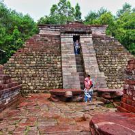 Восточная Ява, Сукух, террасовое святилище в горах Лаву, XV в.