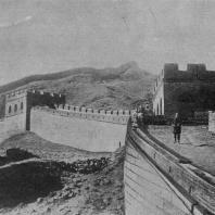 Рис. 2. Часть Великой китайской стены с башнями. III—XV в. н. э.