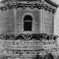 """Рис. 14. Бэй-та (""""Северная пагода""""). Деталь. VIII в. н. э."""