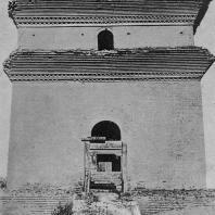 """Рис. 20. Сяо-янь-та (""""Малая пагода диких гусей""""). VIII в. н. э. Три нижних этажа"""
