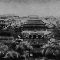 """Рис. 48. Пекин (Бэйпин). Вид с птичьего полета на так называемый """"Запрещенный город"""""""