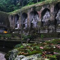 Индонезия, Бали. Комплекс «Королевских могил» (Gunung Kawi) в Тампаксиринге