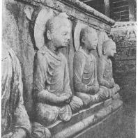24. Таксила (Джаулиана). Часть скульптурной декорации основания большого ступа (начало V в. н. э.)