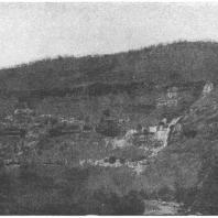 27. Аджанта. Общий вид пещерного комплекса (III в. до н. э. — VII в. н. э.)