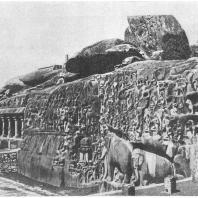 """44. Мамаллапурам. Рельеф """"Сошествие Ганга"""" (VII в. н. э.)"""
