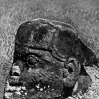 Голова воина. Мегалит. Выс. 112 см. Пасемах. Суматра