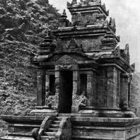 Чанди Гедонг Санго. VIII-IX вв. Гора Унгаран, Центральная Ява