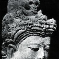 Голова Шивы. Камень. Выс. 30,5 см. VIII-IX вв. Плато Дьенг