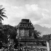 Чанди Мендут. VIII-IX вв. Вид с юга