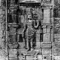 Центральный рельеф с изображением тары. Южная стена целлы чанди Мендут. Размер панели 350x270 см