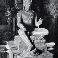 Авалокитешвара. Статуя в интерьере чанди Мендут. Камень. Выс. 300 см. VIII-IX вв.