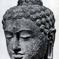 Боробудур. Голова будды. Камень. Выс. 30 см. Лейден. Музей