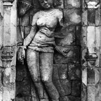 Стоящая Тара. Горельеф чанди Сари. IX в. Долина Прамбанан. Центральная Ява