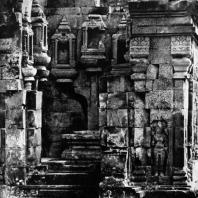 Сохранившаяся часть интерьера чанди комплекса Севу. IX в.