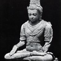 Сидящий бодхисаттва. Чанди Плаосан. Камень. Выс. 170 см. IX в.
