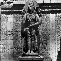 Лоро Джонггранг. Шива Махадева. Центральная статуя чанди Шивы. Камень. Выс. 300 см, выс. основания 100 см