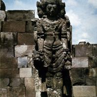 Лоро Джонггранг. брахма. Центральная статуя чанди Брахмы. Камень