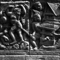 Лоро Джонггранг. Хануман поджигает дворец Раваны. Рельеф чанди Шивы