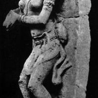 Женская фигура с кувшином, оформлявшая сток воды в бассейн. Камень. Выс. 72 см. XI в. Восточная Ява. Джакарта. Национальный музей