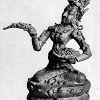 Сидящая Тара из Нганджука. Бронза. X-XI вв. Восточная Ява. Джакарта. Национальный музей (увеличено)