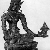 Сидящая Тара со светильником из Нганджука. Бронза. Выс. 9 см. X-XI вв. Восточная Ява. Джакарта. Национальный музей (увеличено)