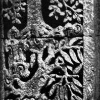 Поверженный Бхута. Рельеф чанди Панатаран. 70×60 см. XIII-XIV вв.