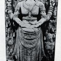 Правительница династии Маджапахит в виде божества. Чанди Римби. Камень. XIV в. Восточная Ява. Джакарта. Национальный музей