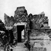Ворота Сендангдувур. XVI в. Восточная Ява