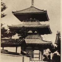 13. Пагода храма Хоккедзи близ Нара и часть храмовой ограды. VII в.