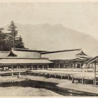 41. Синтоистский храм на острове Итсукусима. Округ Хиросима. 1227—1241 гг. (Частично перестроен в 1556 г.)