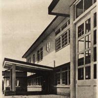 92. Художественная школа в Осака. Южная сторона и вход. Архитектор Ито Масабуми. 1927—1929 гг.
