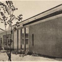 94. Художественная школа в Осака. Северная сторона с мастерскими и аудиториями для лекций. Архитектор Ито Масабуми. 1927—1929 гг.