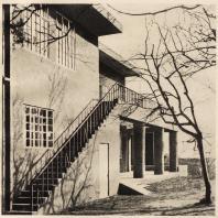 98. Особняк в Киото. Боковой фасад. Архитектор Уэно Исабуро. 1928—1929 гг.
