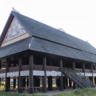 Индонезия, Восточный Калимантан, традиционный жилой дом lamin