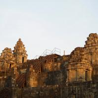Яшодхарапура. Пном Бакхенг, 893 г.