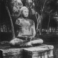 27. Статуя Будды из Абхаягири в Анурадхапуре. I в.