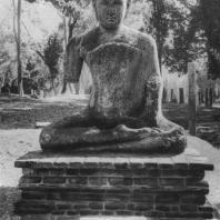 30. Статуя Будды из Абхаягири в Анурадхапуре. III—IV вв.