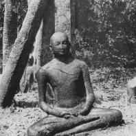 32. Статуя Будды в Медиригирии. VII—VIII вв.