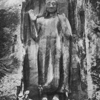 36. Скальная статуя Будды в Сассеруве. XII в.