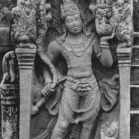 40. Страж врат Нагараджа из Ратанапасады в Анурадхапуре. VIII в.