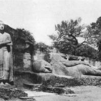 49. Будда в нирване и Ананда. Комплекс в Галвихаре. XII в.