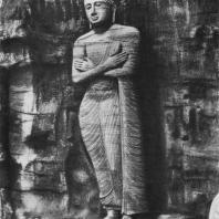 50. Статуя Ананды. Галвихара в Полоннаруве. XII в.