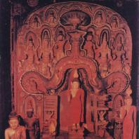 59. Статуя Будды в «доме образа» Медавалавихары. XVIII в.
