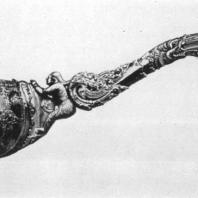 77. Серебряный черпак с ручкой из слоновой кости. XVIII в. Лондон, Музей Виктории и Альберта