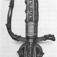 82. Рукоять сабли в серебряной оправе. XVII—XVIII вв.